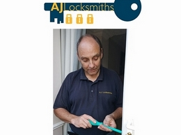 https://www.ajlocksmithsleicester.co.uk/ website