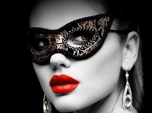 https://www.simplymasquerade.co.uk/ website